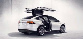 電機自動車:テスラの最も安いモデルが$ 80,000で販売